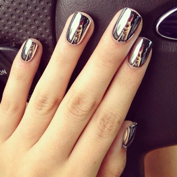 Manucure effet miroir-Metallic nails