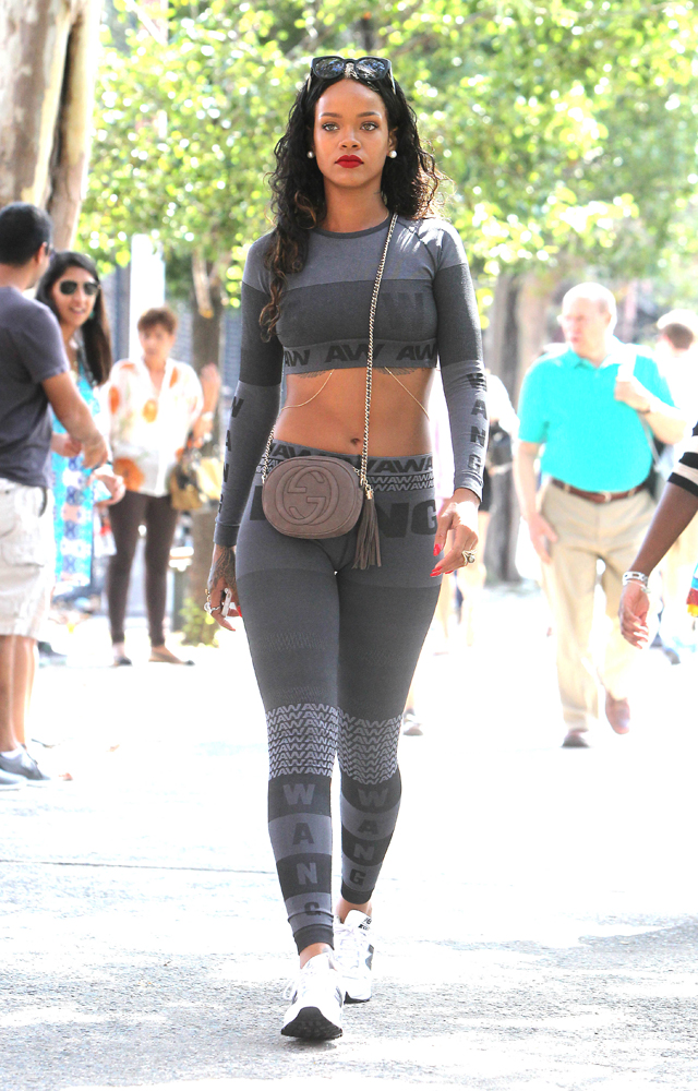 Rihanna Shopping - NYC