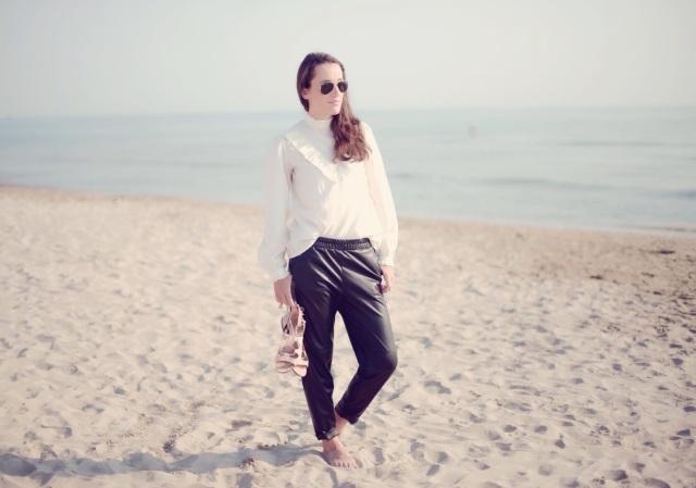 Chemise à volants-Pantalon cuir loose et une taille élastiquée-Isabel Marant-1