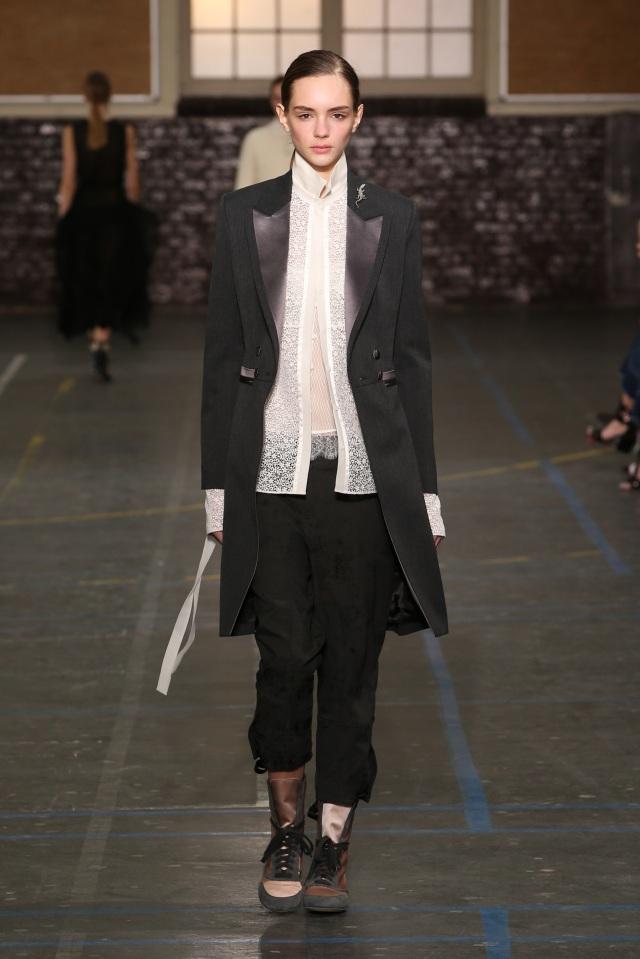John Galliano-FW16-Fashion Week-Lycée Carnot-6